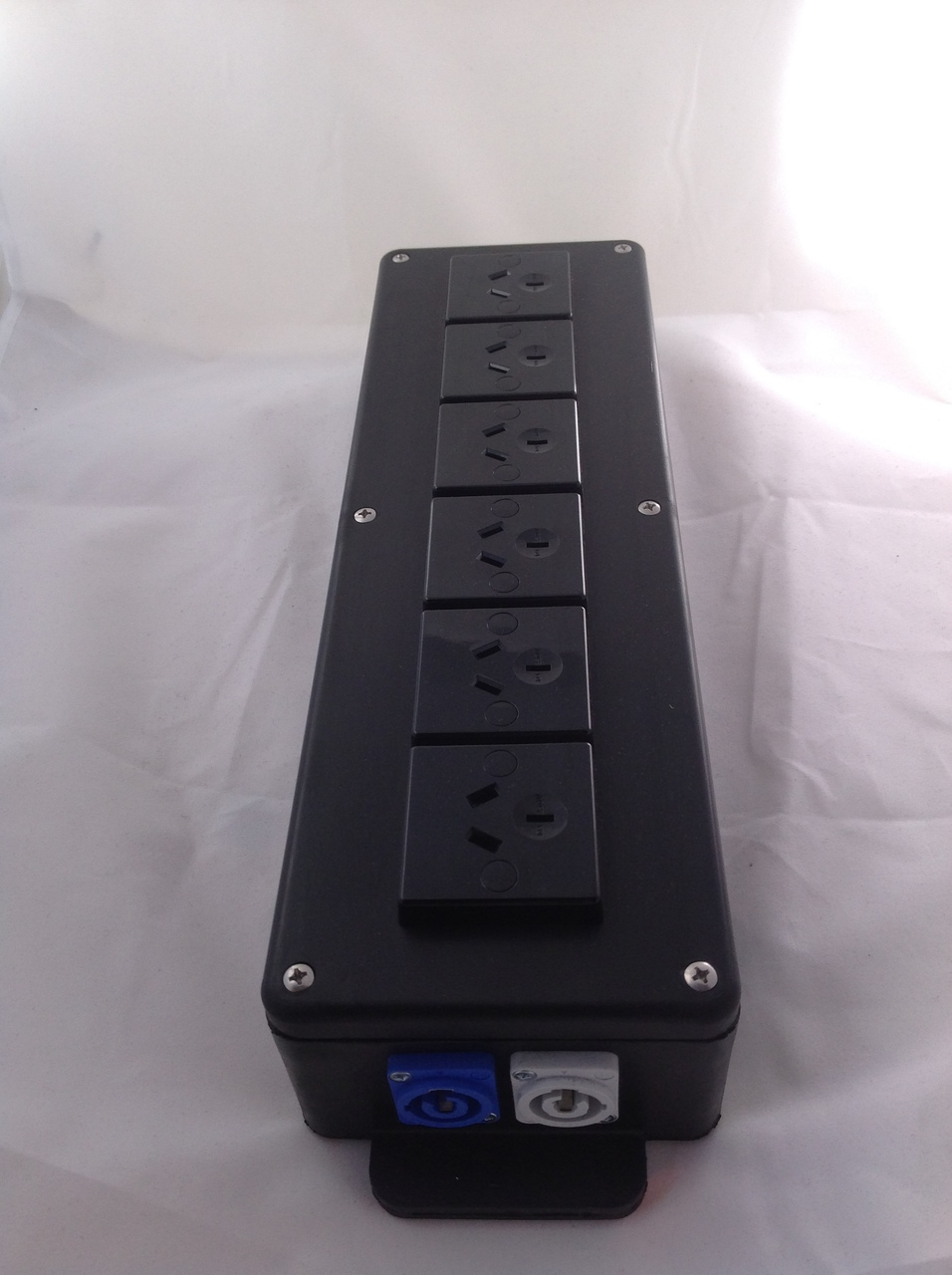 Powercon Distro Distribution Box Rubber 20a In Out To 6